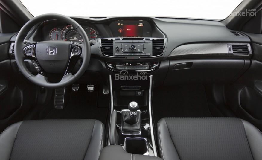 Cabin của Honda Accord 2016 có nhiều thay đổi thu hút người dùng.