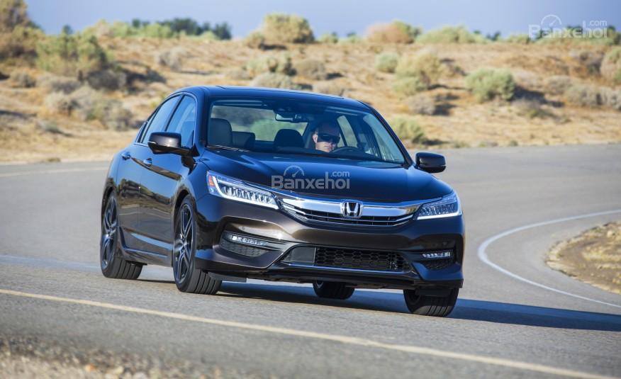Honda Accord 2016 cho cảm giác thể thao hơn nhưng vẫn không mất đi tính sang trọng vốn có.