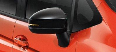 Gương chiếu hậu tích hợp đèn báo, sơn đen tăng thêm vẻ sắc xảo cho xe (RS).