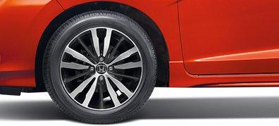 La-zăng hợp kim được thiết kế bắt mắt, hút mọi ánh nhìn khi xe chuyển động (RS,VX).